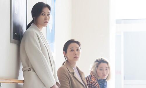 """""""친자매처럼 행복한 촬영""""… '세자매'의 따스한 위로"""