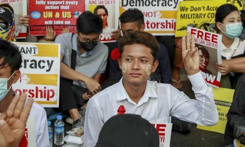 외국어·음악, 그리고 청춘…군부에 맞선 미얀마 Z세대의 무기들
