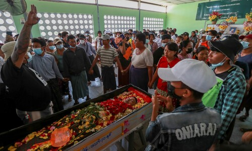 미얀마 시민 시위, 외교전 나선 군부와 한 달째 '팽팽'
