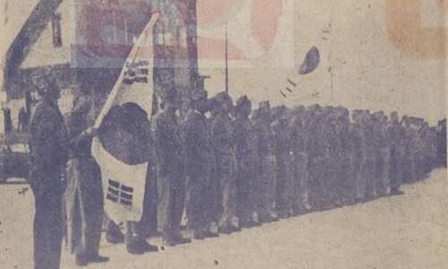 '김구 주석을 맞으라' 해방 직후 도열한 광복군 대원