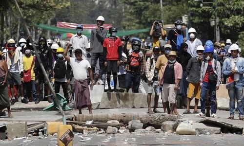 """문 대통령 """"미얀마 군과 경찰의 폭력적인 진압 규탄"""""""