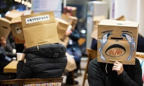 """""""좋게 말할 때 나가라""""…'해고·무급휴직 면허증' 된 코로나"""