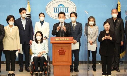 2030 초선들의 쇄신론…민주당 '당심-민심 대논쟁' 점화