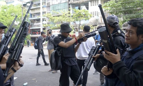 소수민족 반군들 나선 미얀마 '다자 내전' 수렁 빠지나