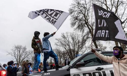 """미, 경찰 총에 또 흑인 사망…""""우발 사고"""" 해명에도 격렬 시위"""