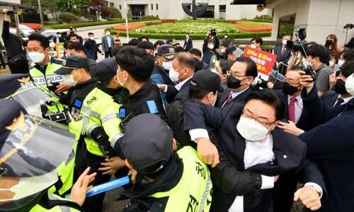국민의힘 의원들은 왜 대법원장 차량에 뛰어들었나