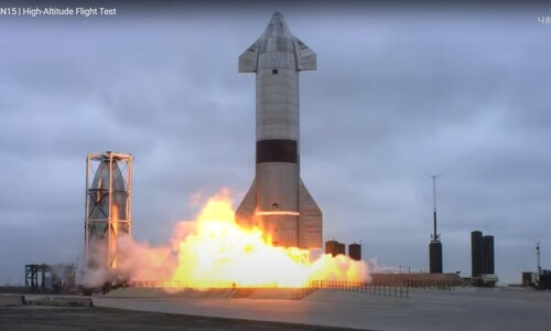 스타십 우주선 '4전5기'…고고도 시험비행 5번째만에 성공