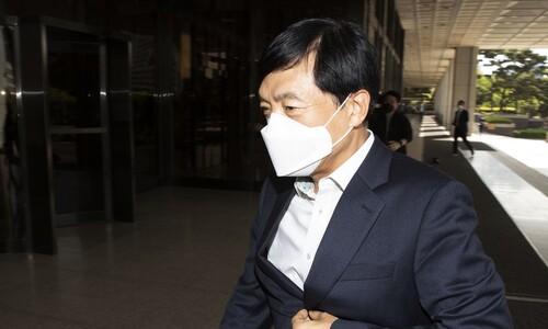 피고인 된 서울중앙지검장…직권남용일까, 표적수사일까