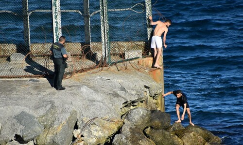 모로코 청년들의 위험한 탈출