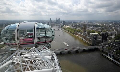 규제 완화 속 '런던 아이'에 오른 영국 시민들