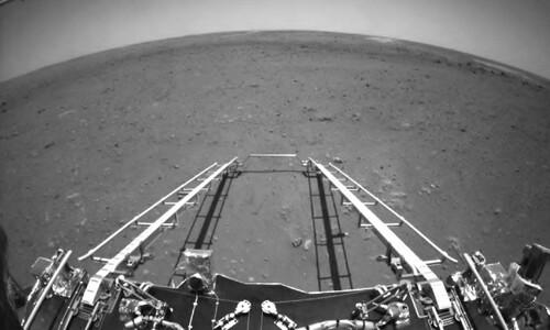 중국 화성 탐사선 '톈원'이 찍은 화성의 지평선