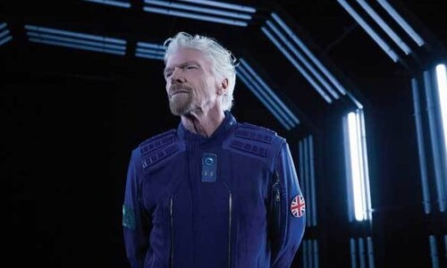 최초는 나의 것…브랜슨이 베이조스보다 먼저 우주관광한다?