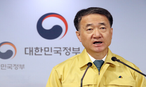 호흡기 환자 '국민안심병원' 분리진료…이동식 검진 도입