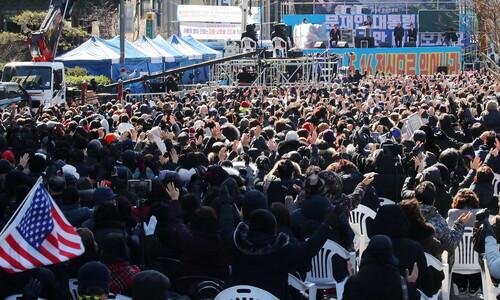[속보] 광화문 이어 청와대 앞길∼서울역 집회도 금지