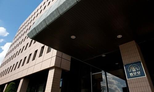 법무부, 자가격리 무시한 영국인 '강제추방' 조사 착수
