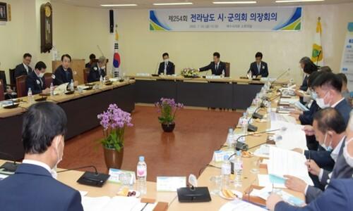 코로나 위기 속 5천만원짜리 '제주 연수' 궁리…얼빠진 의장들
