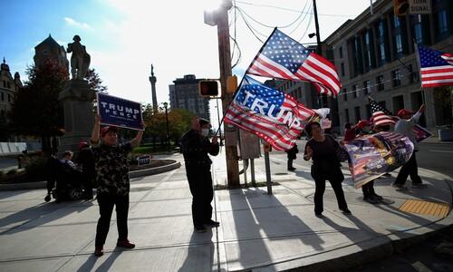 """일본서 온 지지자들 """"트럼프에게 투표해"""""""