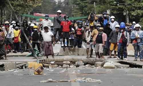 """미얀마, 3명-18명-38명 사망자 급증…시민들 """"유엔군 나서야"""""""