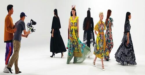 서울디자인재단의 첫 번째 비대면 패션쇼…전세계가 프런트-로