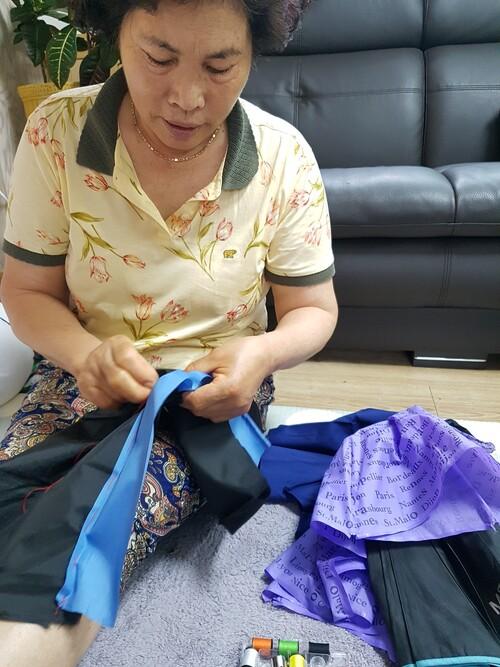 광주공유센터는 고장난 우산들을 기증받아 수리한 뒤 공유우산으로 활용하는 업사이클링 프로젝트를 하고 있다.공유센터 제공