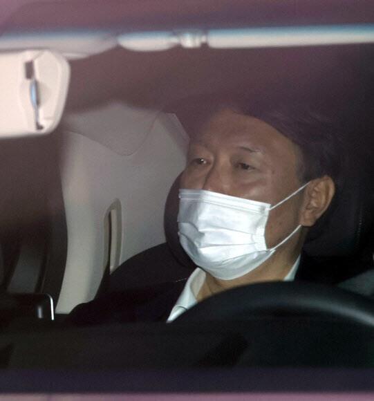 윤석열 검찰총장이 20일 오전 서울 서초구 대검찰청으로 출근하고 있다. 연합뉴스