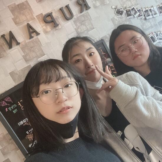 대전 문정중학교 '쓰리스톱' 팀. 왼쪽부터 이수인, 채하연, 임하은 학생. 쓰리스톱 팀 제공