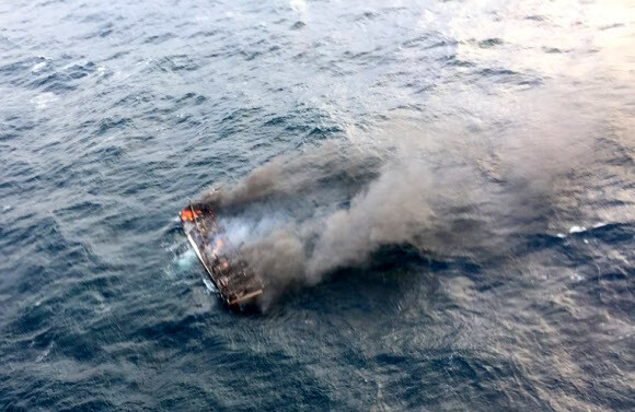 On the 19th, the maritime police received a message about a fire on a ship for transporting Tongyeong D boats (29 tons, 12 crew members) on the west coast of Jeju Island in Jeju. The photo shows a scene of a fire. Jeju Maritime Police