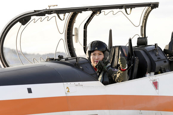 Photo] S  Korean air force produces first female squadron