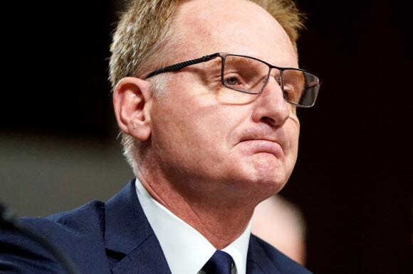 미 핵항모 '코로나19 대응' 논란에, 결국 해군 장관대행 사임