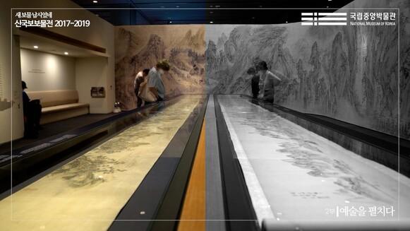 국립중앙박물관 전용 유튜브 채널에서 볼 수 있는 '신국보보물전' 2부 소개 영상. 이인문의 <강산무진도>와 심사정의 <촉잔도권>을 함께 펼친 모습이 보인다.