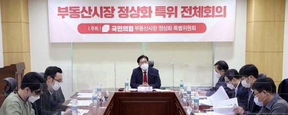 '호텔거지' '전세난민' … 차별 재생산하는 국회의원들