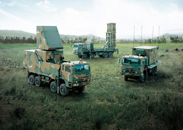 천궁 Ⅱ는 교전통제소와 레이더, 발사대로 구성된다. 방위사업청 제공