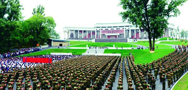 북한은 2015년 7월27일 정전협정일(전승일) 62돌을 맞아 신천박물관을 새로 지어 개관식을 했다. 사진 연합뉴스