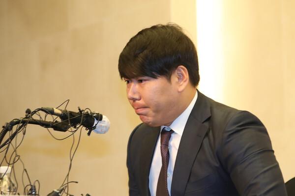 강정호가 서울 마포구 스탠포드호텔에서 기자회견을 열고 음주운전 관련 입장을 밝히고 있다. 연합뉴스