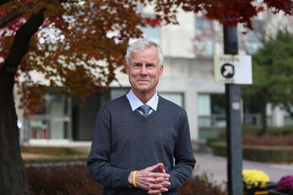 크리스 도브잔스키 대표. 그는 캐나다 최대 신용협동조합인 밴시티 전 수석 이코노미스트와 캐나다 시민은행 대표를 지낸 임팩트 투자 전문가이자 사회연대금융 분야의 세계적인 전문가다. 사진 이주형 한겨레경제사회연구원 보조연구원.