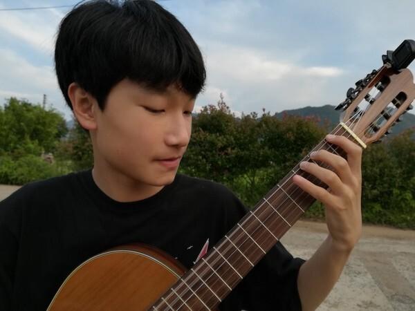 촉망받는 소년 기타리스트 김준희군
