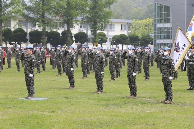 한빛부대 12진이 18일 출국에 앞서 특수전사령관 주관으로 환송식을 하고 있다. 사진 국방부 제공