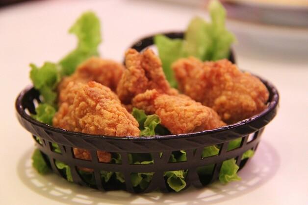 치킨 배달 늘었다는데…닭고기값은 ↓