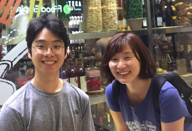 홍윤희(오른쪽) 이사장과 함께 협동조합 무의를 설립한 김건호(왼쪽)씨는 현재 세계 각국에서 만든 장애인을 위한 코로나19 대응 지침을 모은 웹사이트(accesscovid19.com)를 운영하고 있다.                         사진 홍윤희 이사장 제공.