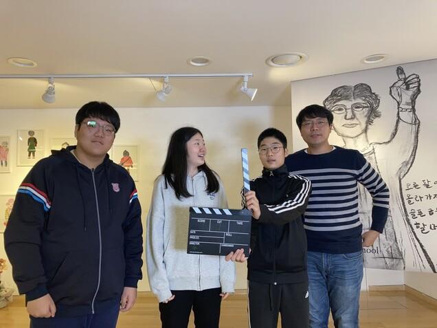 사전 인터뷰 촬영에 참여한 삼광초 영상제작반 학생들과 지도 교사.
