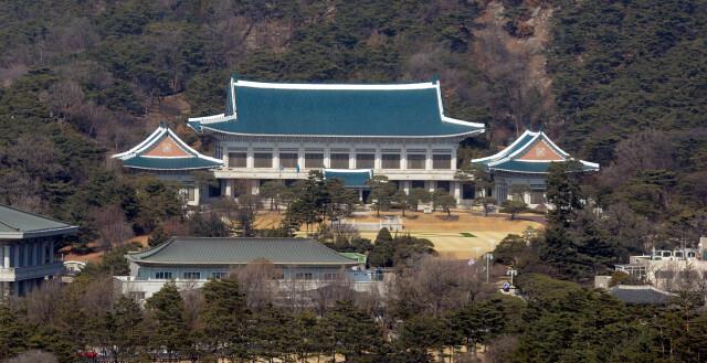 """최강욱 비서관 """"피의자 전환 통보 못받아""""…검찰 주장 재반박"""