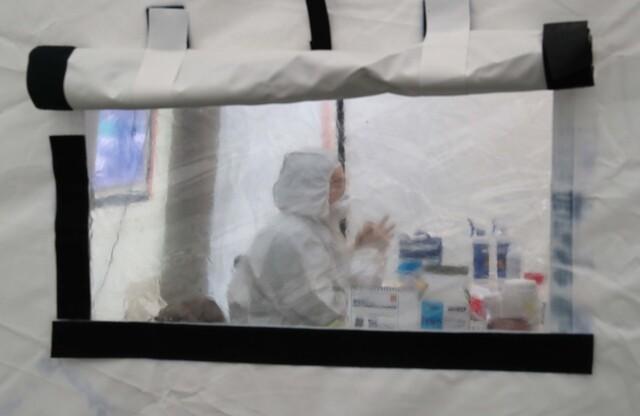 7일 오전 코로나19 선별진료소가 마련된 서울 은평구 녹번동 은평구보건소에서 직원이 대기하고 있다. 박종식 기자 anaki@hani.co.kr