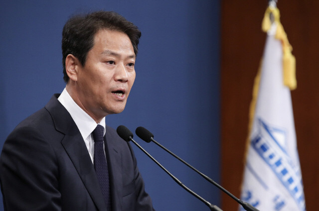 Former Blue House chief of staff says S. Korea needs to be more proactive in inter-Korean relations