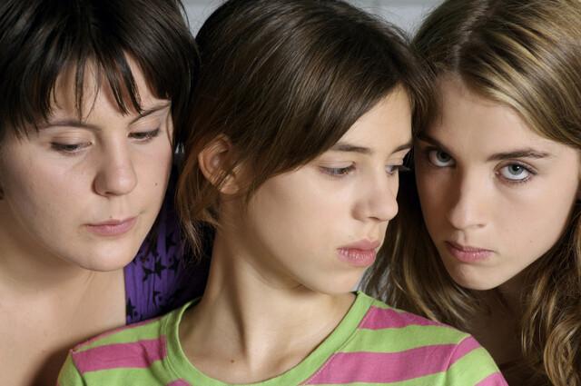 10대 소녀들의 낭만적이지 않은 성장통 '워터 릴리스'