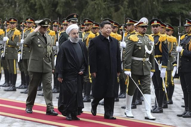 미국 봉쇄 맞서 이란, 중국 품으로