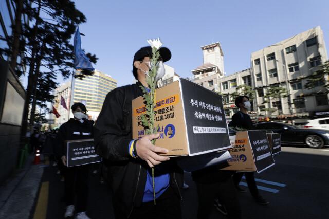 지난 10월 과로사 택배 노동자 추모 집회가 열리고 있다