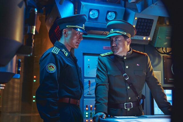 전문가도 놀란 '강철비2' 북한 잠수함…디테일이 어떻기에?