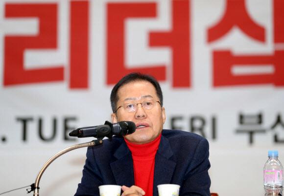 """홍준표 """"20년 전방 근무…전역 앞두고 후방 지킬 권리 있다"""""""