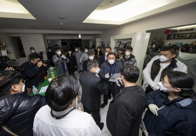 """""""신천지 해산"""" 청원 100만 넘어…신천지 쪽 """"인권침해"""" 진정"""