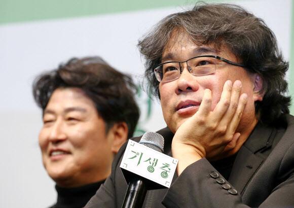 """봉준호 감독의 '오스카 후일담'…""""600번의 인터뷰에 코피까지"""""""